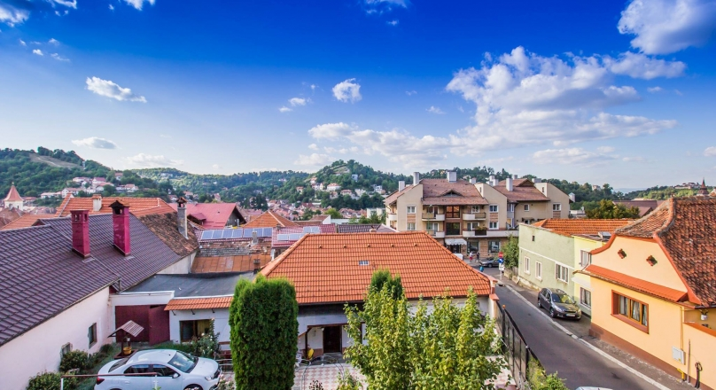 House alone in the yard, under the cloak of history and culture, Brasov
