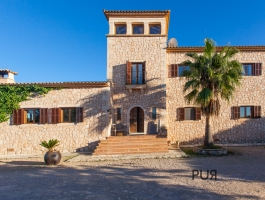 Country house. Excellent condition. The scent of Mallorca. Pine. Olives.