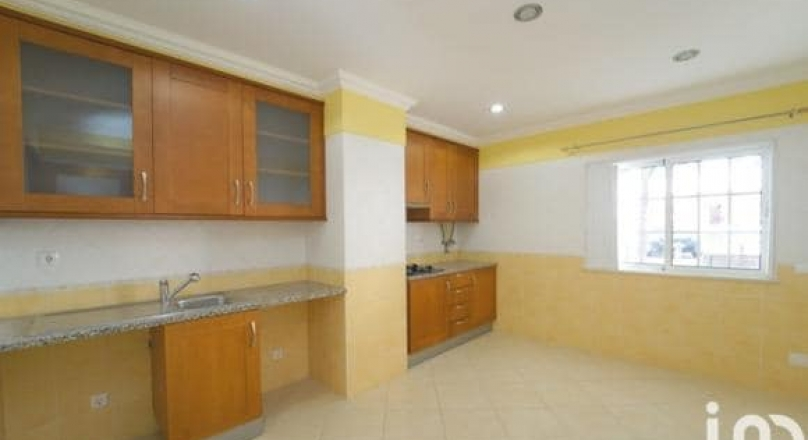 2 bedroom apartment located in Quarteira.