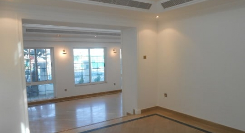 Villa 5BR for Rent by the Canal, located in Jumeirah 2