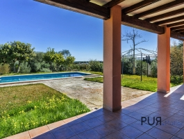 A finca with six bedrooms and vacation rental license. Where is this? In Muro.