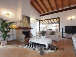 Finca with guest house and much brightness. In 20 minutes on the Paseo in Palma.