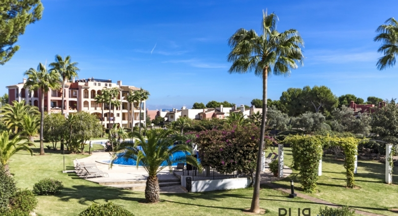 Big apartment. Very well maintained facility. And for dinner on foot to Port Adriano.