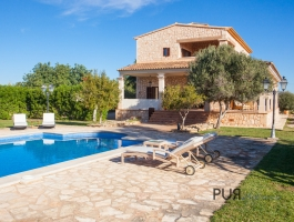 Finca with turrets. Classic. Foresight. Sea. Holiday rental license.