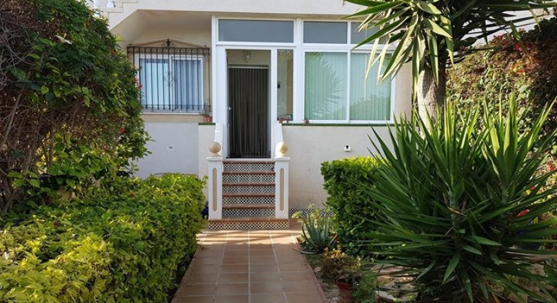 SOUTH FACING BUNGALOW IN LA ZENIA , 600 M FROM THE BEACH