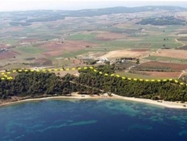 LAND - BY THE SEA PRICE: 1.700.000€
