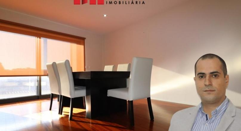 SALE OF APARTMENT T2 SEMI NEW IN THE CENTER OF LA POLVOA DE VARZÍN