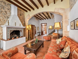 A townhouse. With pool. In Arta. Very mallorquin.