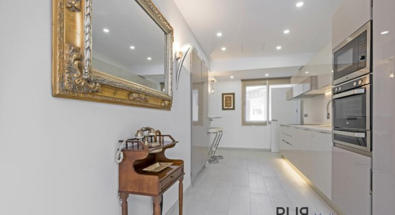 An apartment in the heart of Capitale Palma. Many more offers in the old town. At PUR.