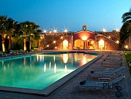 5-star country hotel, 21 rooms / suites, large SPA with indoor pool. 20 minutes to Palma!