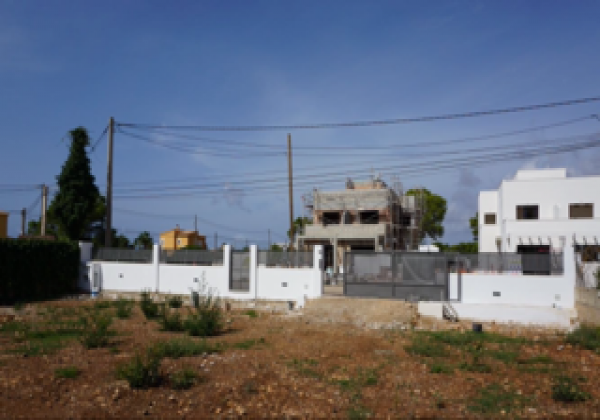 Building plot with project near the sea