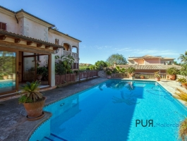 Las Palmeras. Near Llucmayor. Large villa with pool. Get out of your sleeping beauty.