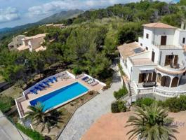 Cala Mesquida. Villa. With a lot of space. Quiet location. Sea view.