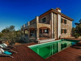 Villa. Exclusive residential area of Valldemossa. Sea view in the distance.