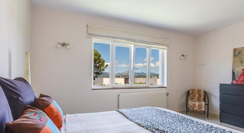 With a large separate guest apartment. And a view of the whole bay.