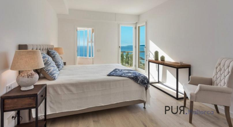 Sea views. Unique. Beach on the doorstep. The city center of Palma in walking distance.