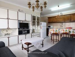 Apartment T1, in good condition, located 50 meters from the beach