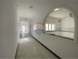 Bahar Ic-Caghaq - New on the market finds this large 3rd floor apartment.