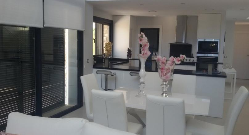 Ready to move in. Fully furnished. New building. Villa. Pool. Total price.