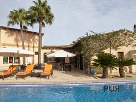 Classic Mallorcan. Finca and guest house - holiday rental license.