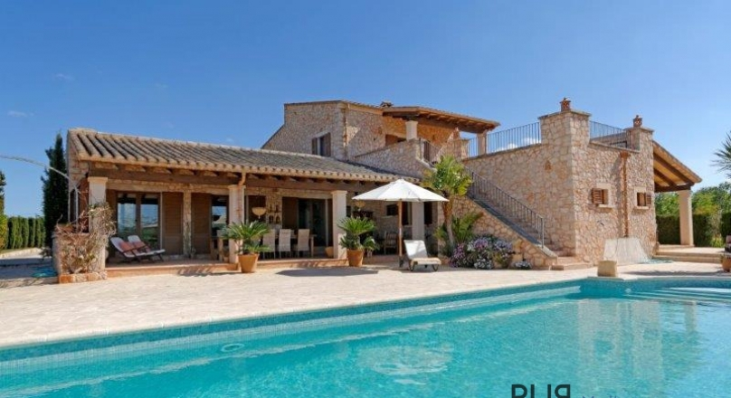 Santanyí. Majorcan manor. Finca with guesthouse and holiday rental license.