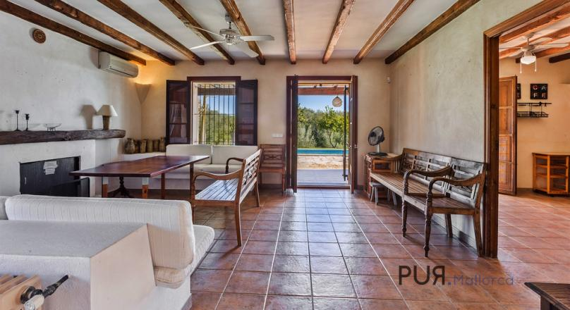 Muro. Finca with 6 bedrooms. Rental license. By bike to the beach. The price. Hot!