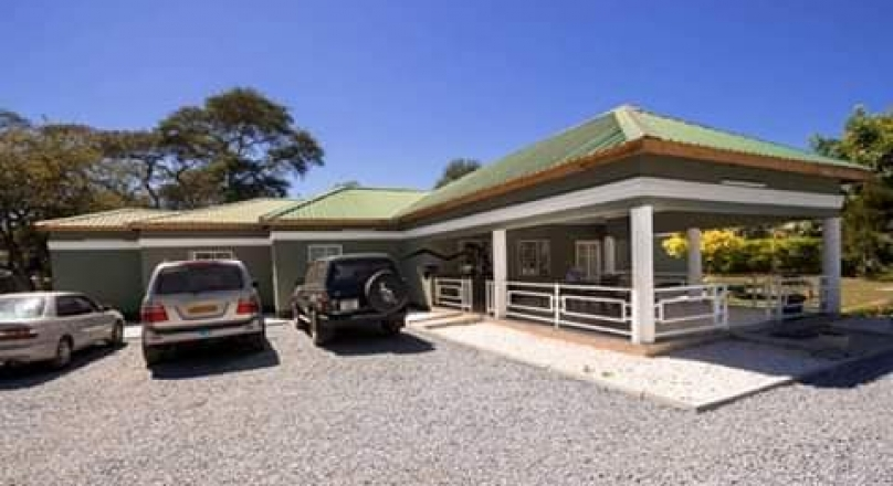 Three bedrooms stand alone house together with a coltage for sale