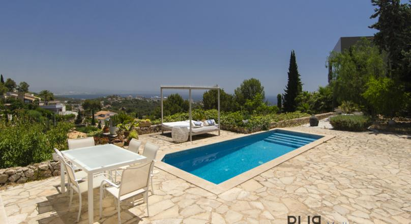 Higher and higher. Over the roofs of the Capitale. Villa with the ultimate view.