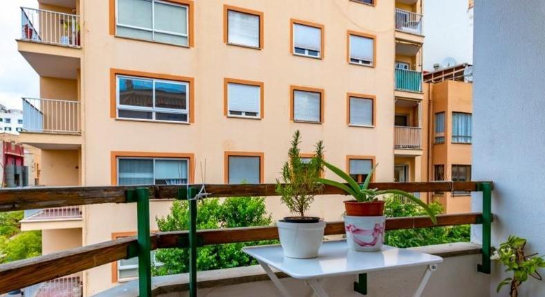 Santa Catalina. Big apartment. Balcony. Two parking spaces (!).
