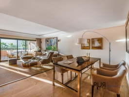 Bendinat. Right on the golf course. Apartment. With a sea view over the bay.