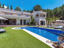 Luxury villa. Renovated. In the middle of the southwest. Feel good PUR. And: 350 square meters for 1.55 million euros.