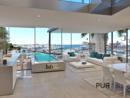 You are already looking right. Your pool directly in the apartment. And this right on the water. In Palma.