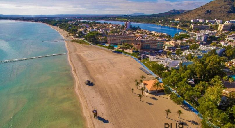 Port Alcudia. Apartment with lots of space. Move in immediately. A few meters from the beach.