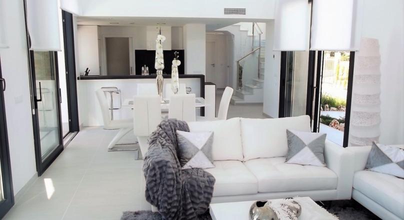 Villa. New building. Modern. White with Mallorcan stone.