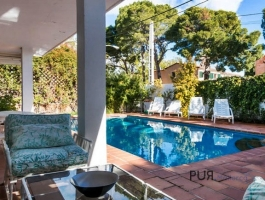Bonanova - The district above the cruise port. Villa with guest house and 5 bedrooms.