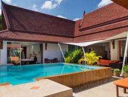 Beautifully maintained and presented U-shaped pool villa