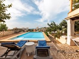 Buenanova. Location. Location. Location. Mallorcan residence to renovate / refurbish.