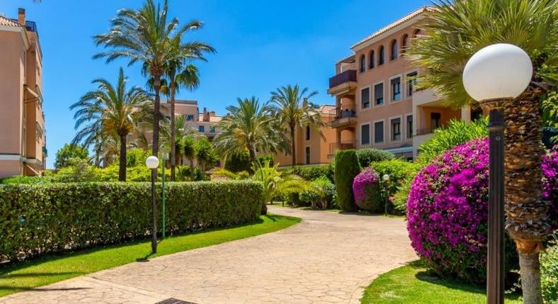 Palma. El Molinar. Apartment. With a lot of space. Short walk to the beach.