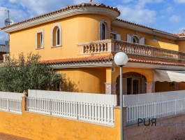 Under Eur 1,500, - per square meter! Terrace house. 200 meters from the beach. Any questions?