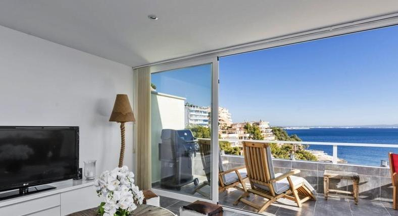 Illetas. In high demand. Apartment with sea view PUR.