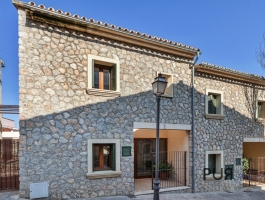 The village house. With roof pool. Right on the Tramuntana. Mallorca PUR.