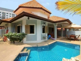 House for sale with private swimming pool.