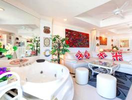 Large, bright and airy studio apartment now fully renovated and beautifully