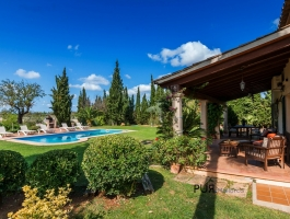 Finca - classic. With a lot of space. With a lot of style. Only 25 minutes from the airport