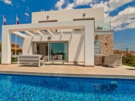 White villas with Mallorcan stone. 3 bedrooms, 3 bathrooms. Model houses visitable.