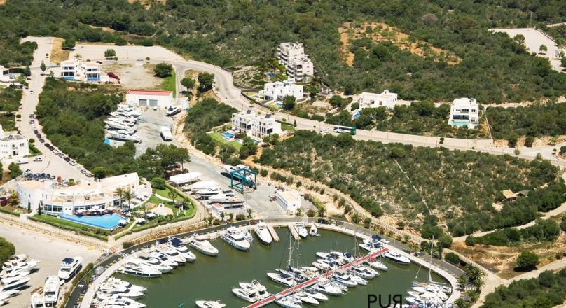 Cala d'Or. Just above the harbor. New building. With a fantastic view at the penthouses.