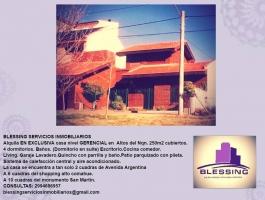 Alquila casa nivel GERENCIAL en Altos de Neuquen