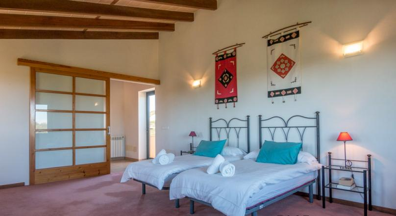 Capital investment. Finca. With infinity pool. In Ses Salines. With vacation rental license.