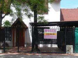 Vendo Casa con pileta a metros de Av. Victorica