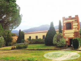 Villa, Bungalow For Sale in Collioure area